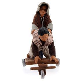 Crianças jogando com carrinho cena para presépio napolitano com figuras de altura média 13 cm s4