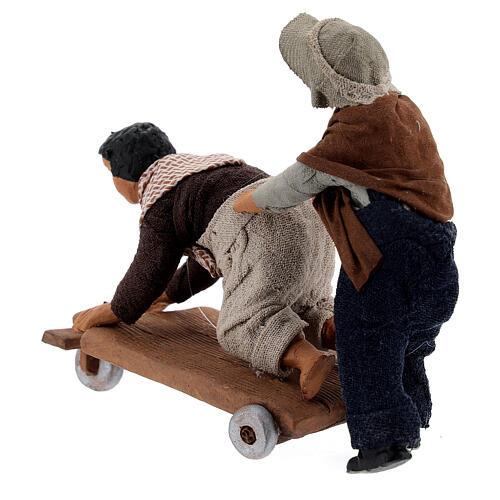 Crianças jogando com carrinho cena para presépio napolitano com figuras de altura média 13 cm 5