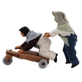 Duas crianças jogando com carrinho cena para presépio napolitano com figuras de altura média 10 cm s3