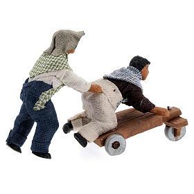 Duas crianças jogando com carrinho cena para presépio napolitano com figuras de altura média 10 cm s5