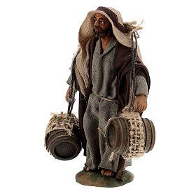 Pastor carregando barris presépio napolitano com figuras de altura média 10 cm s2