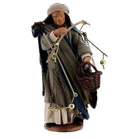 Pastor com balança e cesto para presépio napolitano com figuras de altura média 13 cm s1