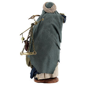 Pastor com balança e cesto para presépio napolitano com figuras de altura média 13 cm s5
