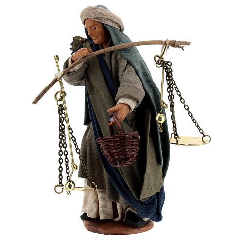 Pastor com balança e cesto para presépio napolitano com figuras de altura média 13 cm 3