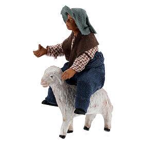 Criança jogando com ovelha para presépio napolitano com figuras de altura média 10 cm s2