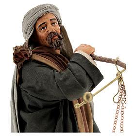 Pastor com balança e cesto para presépio napolitano com figuras de altura média 30 cm s2