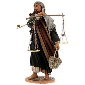 Pastor com balança e cesto para presépio napolitano com figuras de altura média 30 cm s3
