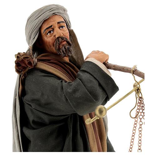 Pastor com balança e cesto para presépio napolitano com figuras de altura média 30 cm 2