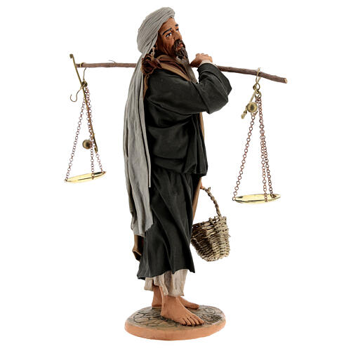 Pastor com balança e cesto para presépio napolitano com figuras de altura média 30 cm 5