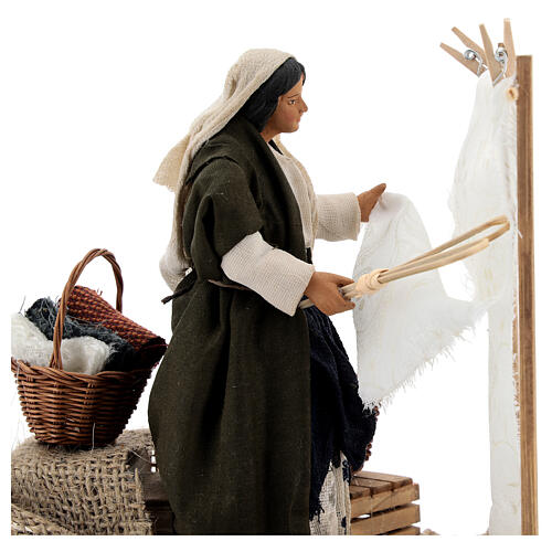 Woman beating clothes for Neapolitan Nativity Scene with 14 cm figurines 2