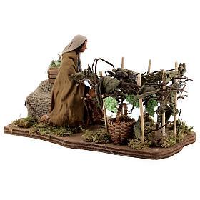 Mujer recoge uva movimiento Nápoles 12 cm s4