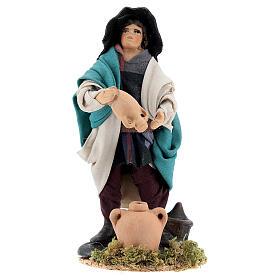 Homem esvaziando jarro estátua terracota para presépio napolitano com figuras altura média 12 cm s1
