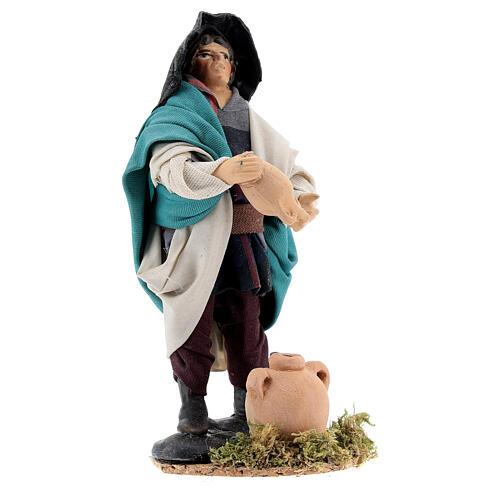Homem esvaziando jarro estátua terracota para presépio napolitano com figuras altura média 12 cm 2