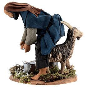 Pastor ordenhando cabra para presépio napolitano com figuras de altura média 15 cm s3