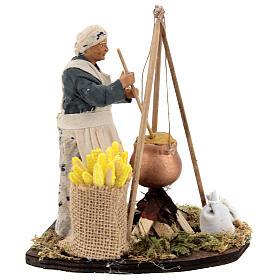 Mulher cozinhando polenta com espigas de milho para presépio napolitano com figuras de altura média 15 cm s4