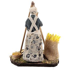 Mulher cozinhando polenta com espigas de milho para presépio napolitano com figuras de altura média 15 cm s5