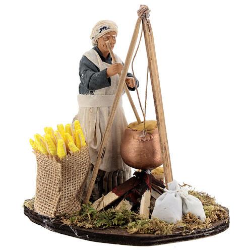 Mulher cozinhando polenta com espigas de milho para presépio napolitano com figuras de altura média 15 cm 3