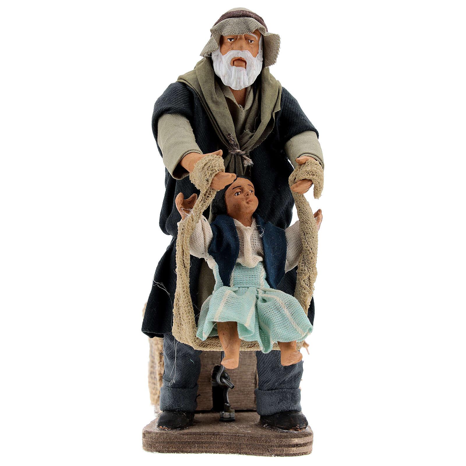 Avô brincando com neta movimento presépio napolitano com figuras altura média 14 cm 4