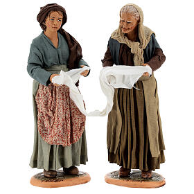 Mulheres torcendo um pano para presépio napolitano com figuras de altura média 30 cm s1