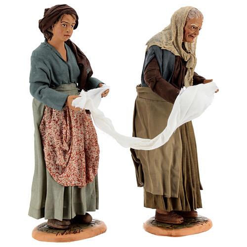 Mulheres torcendo um pano para presépio napolitano com figuras de altura média 30 cm 5