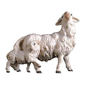 Pecora con agnello dietro presepe Original Pastore legno dipinto in Val Gardena 12 cm s1