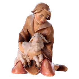 Belén Val Gardena: Pastor de rodillas con cordero belén Original Redentor madera pintada en Val Gardena 12 cm de altura media