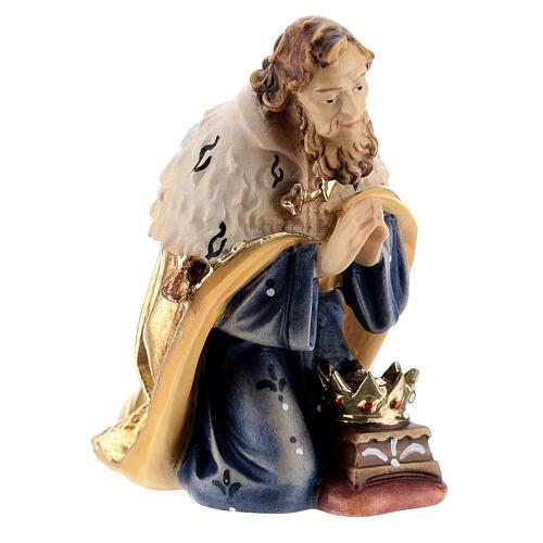 Rey de rodillas madera pintada belén Kostner 12 cm 2
