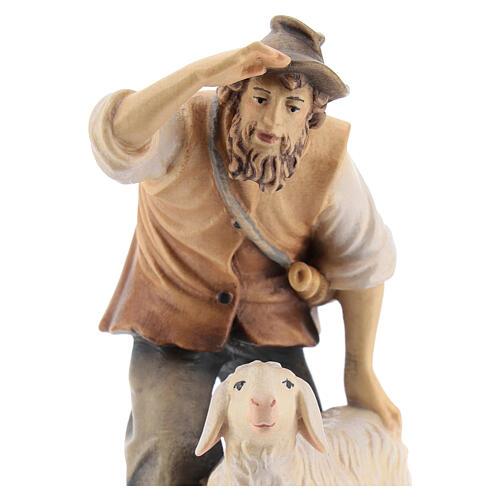 Berger avec mouton bois peint crèche Kostner 12 cm 2