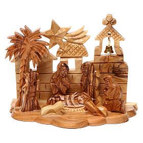 Crèche bois d'olivier de Jérusalem: Cabane avec crèche et église en olivier de Bethléem stylisées 10x15x10 cm