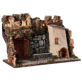 Villaggio con luci e fontana con pompa 30x45x20 per presepi 10-12 cm s4
