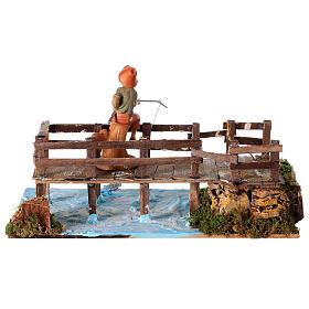 Pontile su fiume con pescatore 30x15x15 presepe 10 cm s4