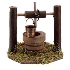Pozzo carrucola secchio movibile legno scuro presepi 10 cm s1