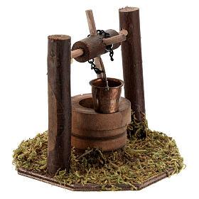 Pozzo carrucola secchio movibile legno scuro presepi 10 cm s2