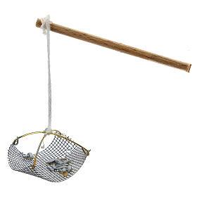 Balance pêcheur avec poissons pour crèche 8-10 cm s1