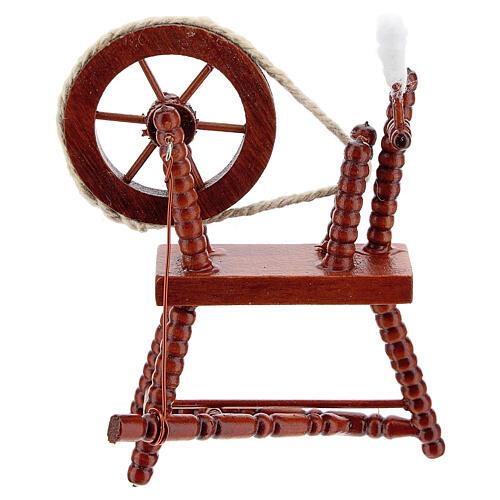 Roda de fiar com lã em miniatura madeira cor mogno para presépio com figuras altura média 10 cm 1