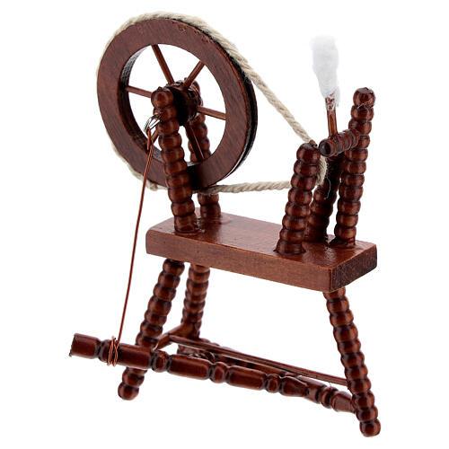 Roda de fiar com lã em miniatura madeira cor mogno para presépio com figuras altura média 10 cm 2