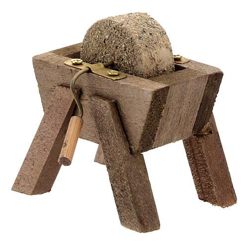 Mola arrotino legno dettagli metallo presepe 12 cm 3