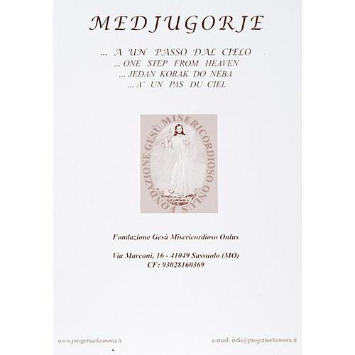 Druck Madonna von Medjugorje mit Kirche und Blumen 2