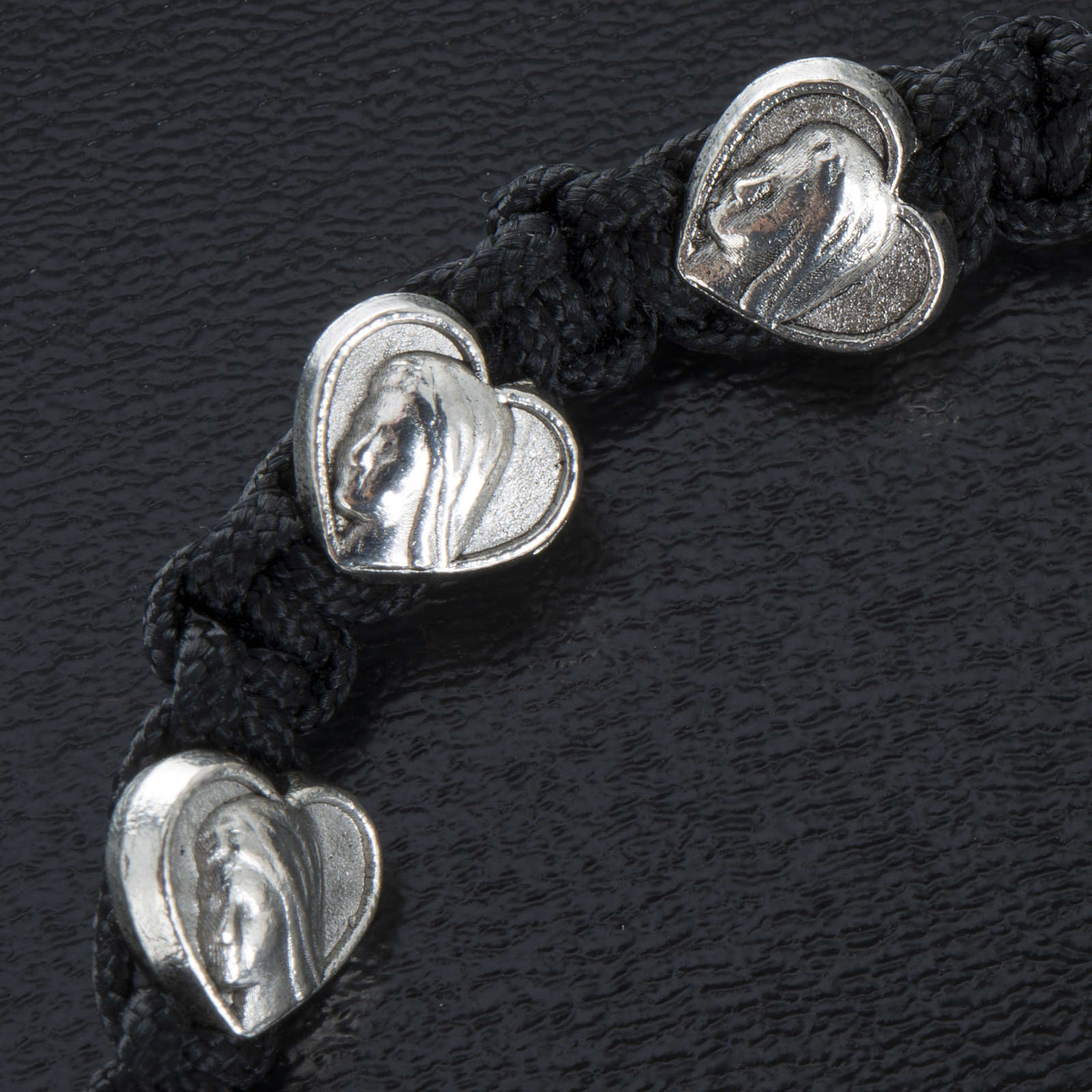 Bracelet in cord with heart medals 4