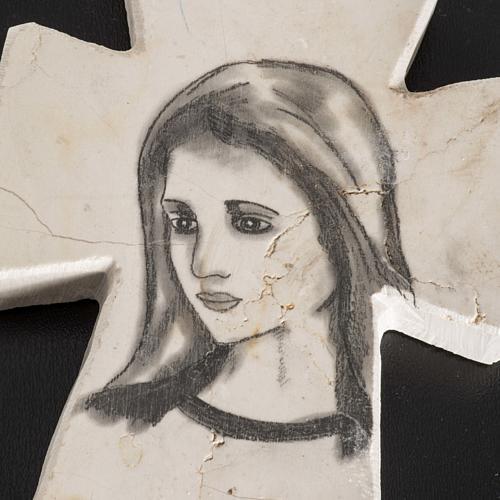 Krzyż kamień z twarzą Maryi 2