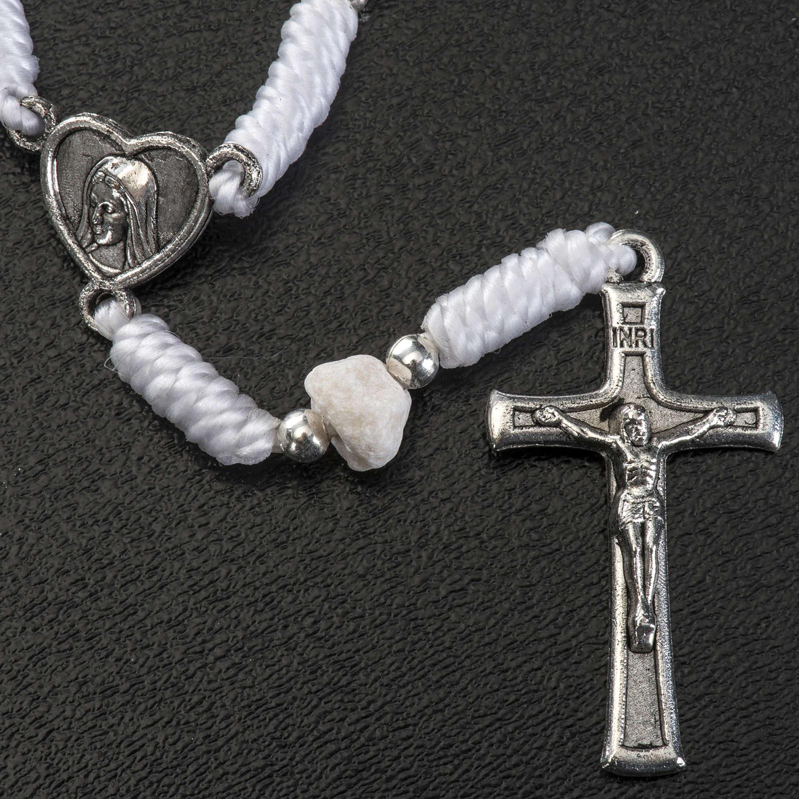 Dezena Medjugorje pedra fio branco medalha coração 4