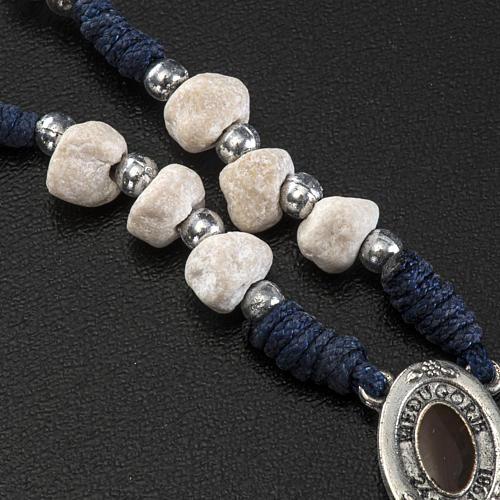 Coronilla tierra de Medjugorje cuerda azul piedra 4