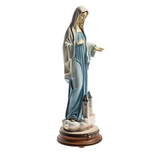 Estatua azul Reina de la Paz con iglesia Medjugorje 21 cm 2