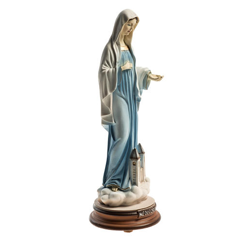 Statua Regina Pacis Medjugorje con chiesa 21 cm 2