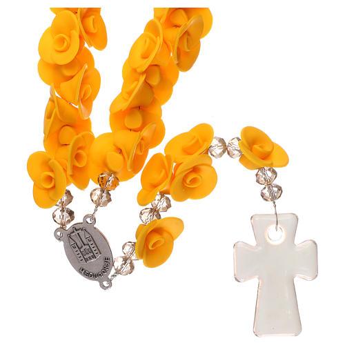 Chapelet Medjugorje roses jaunes croix verre Murano 2
