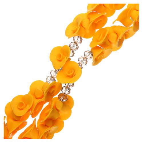Chapelet Medjugorje roses jaunes croix verre Murano 3