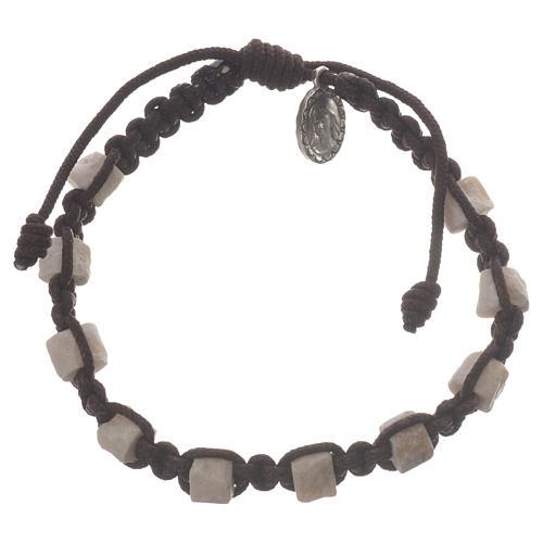 Bracelet dizainier Medjugorje marron et pierre 1
