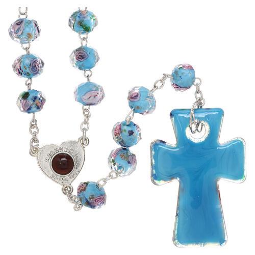 Rosario Medjugorje cruz vidrio Murano azul y rosas 2