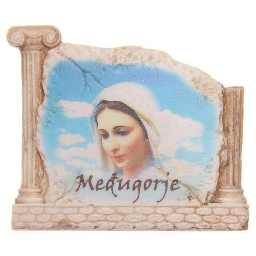 Calamita volto Madonna Medjugorje e colonne 1