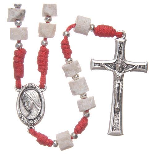 Rosario pietra bianca di Medjugorje con corda rossa 1
